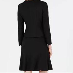 IE flare Flattering black flare skirt suit EUC